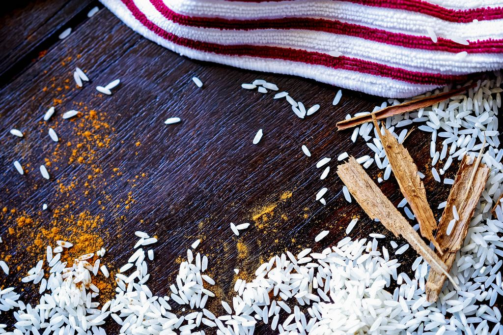 Rice and cinnamon forming a frame