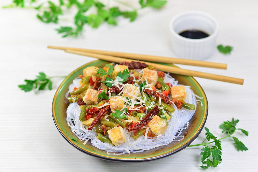 Rice noodles with vegetables and tofu_1