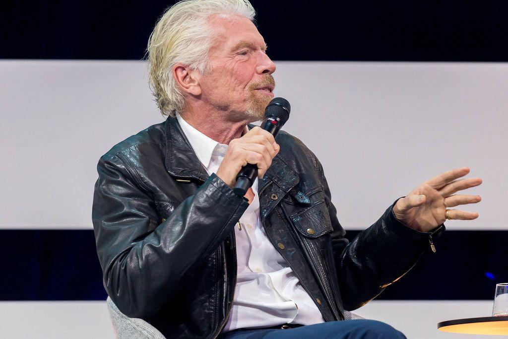 Richard Branson als die Hauptattraktion auf der Bühne der Digital X in Köln