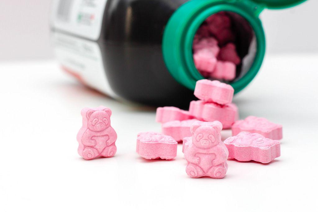 Rosa Vitamintabletten in Bärengestalt für Kinder