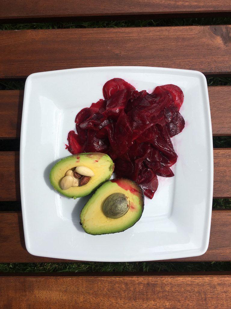 Rote Beete und Mini-Avocado
