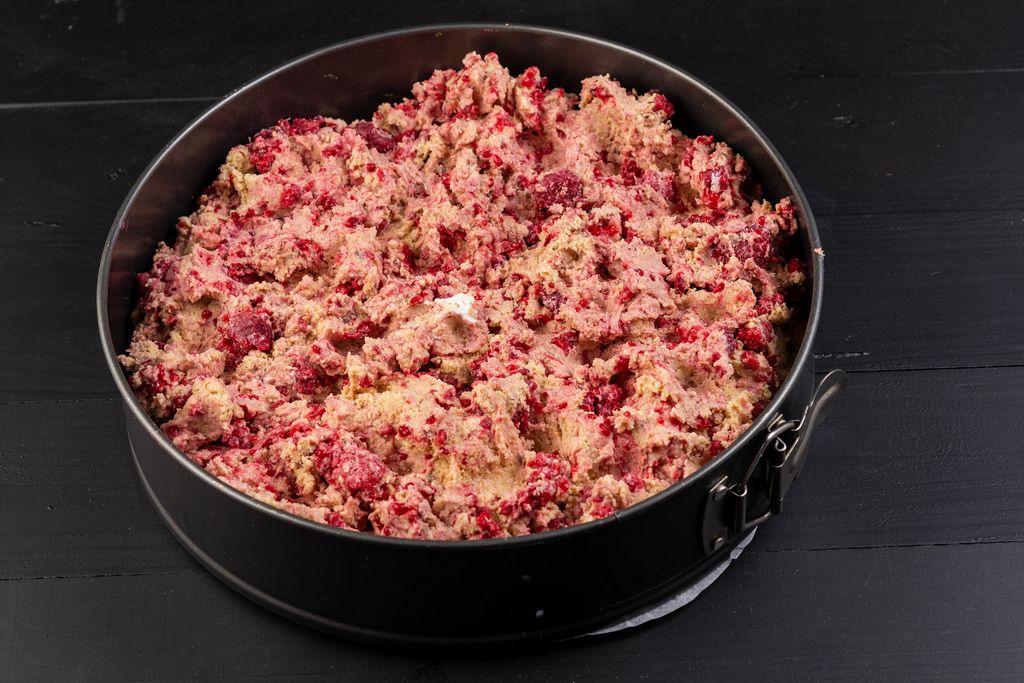 Round Cake mixture preparation with Strawberries (Flip 2019)