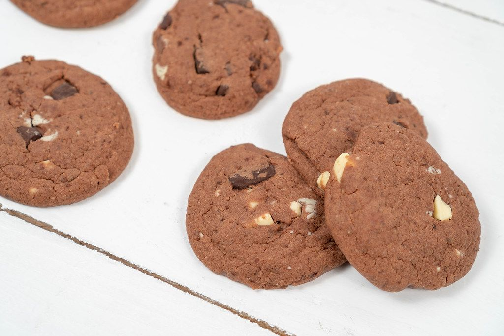 Round-Chocolate-Cookies-on-the-wooden-table.jpg