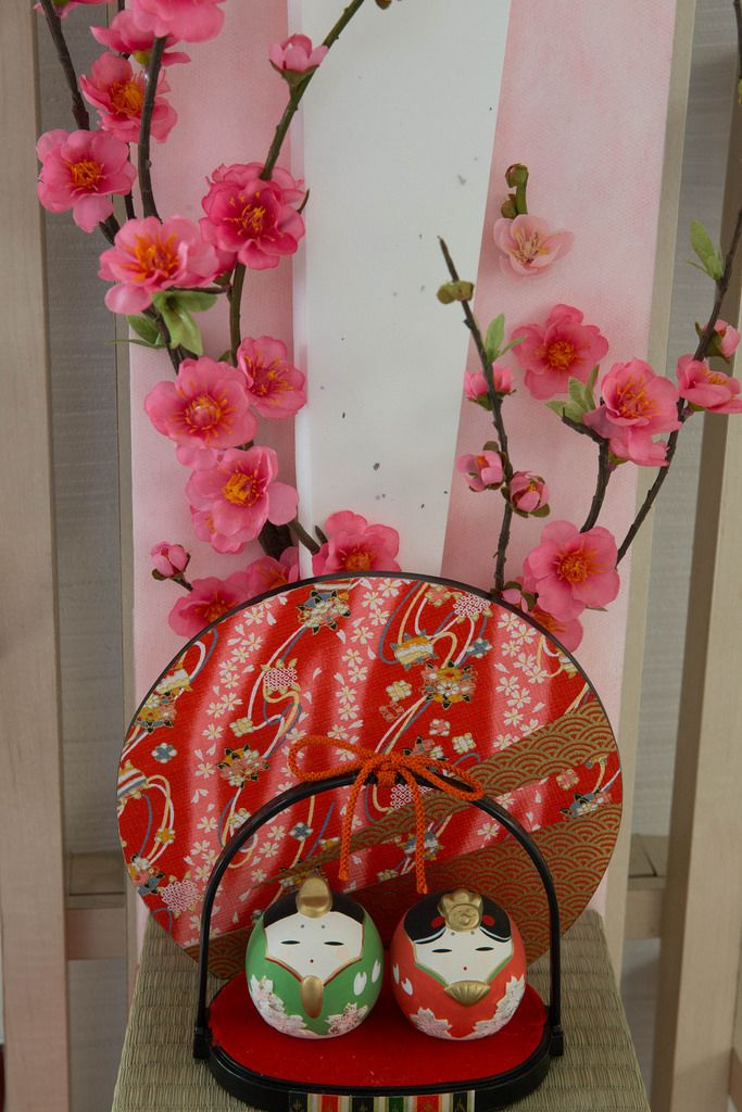 Round Japanese dolls