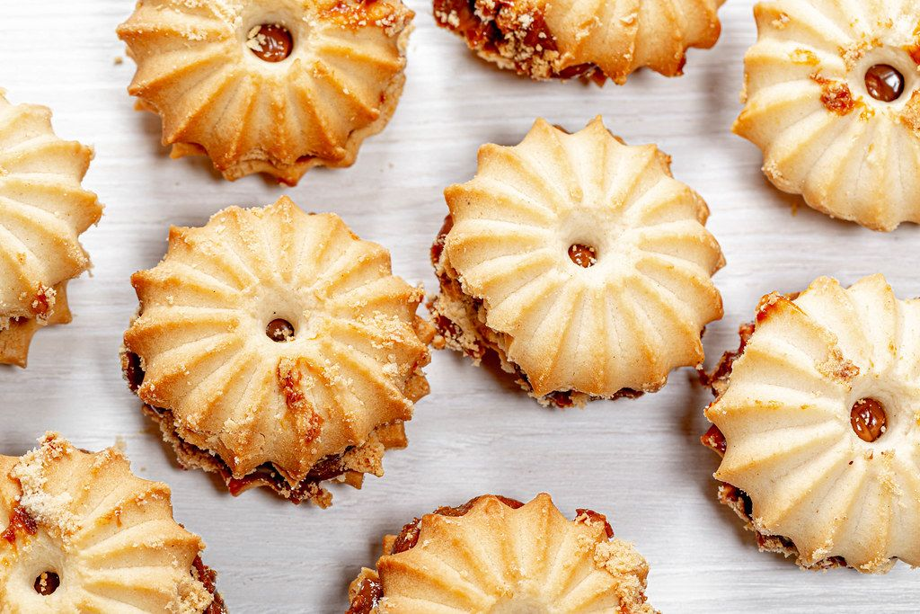Round shell cookies with condensed milk