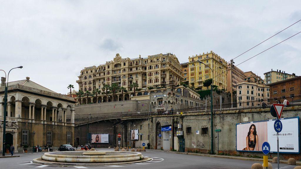 Roundabout in the center of Genova / Kreisverkehr im Zentrum von Genua