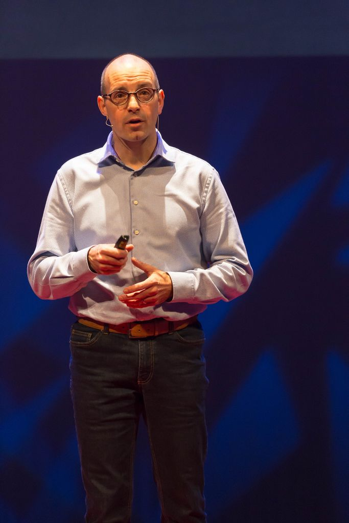 Ruud Dullens delivering a speech about virtual reality and knowledge retention at TEDxVenlo 2017