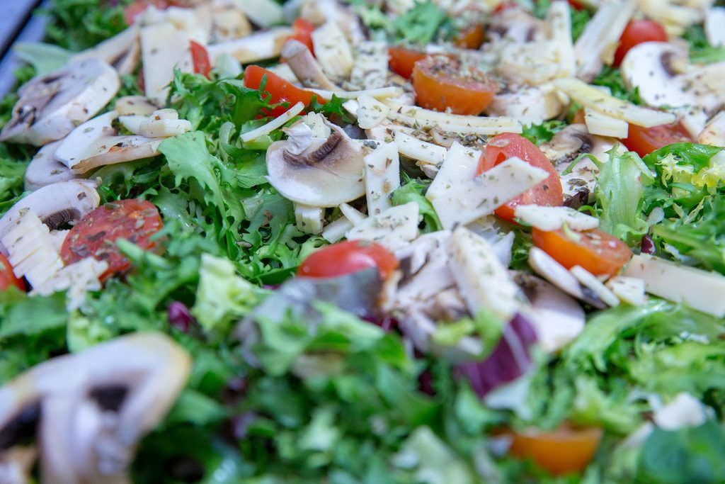 Salad with rocket, cherry tomato, red cabbage, mushrooms and cheese