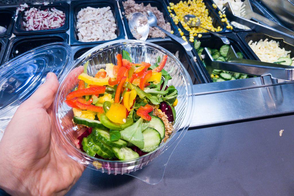 Salat to go: Paprika, Gurke, Feldsalat, Bohnen
