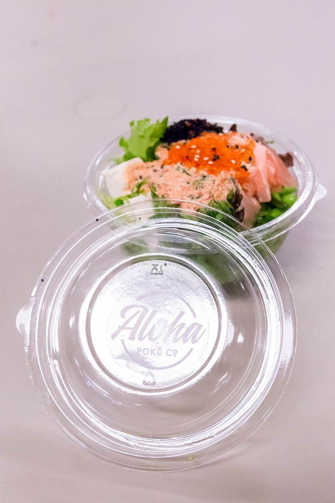 Salat von Aloha Poke in einer verschließbaren Plastikschüssel