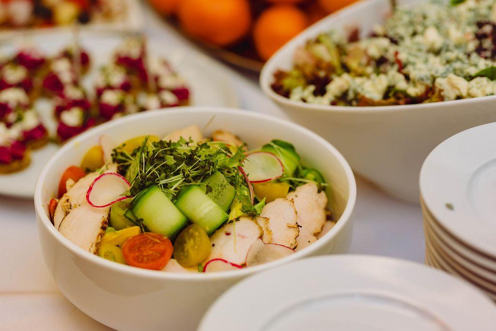 Salatmischung mit Gemüse und Fleisch
