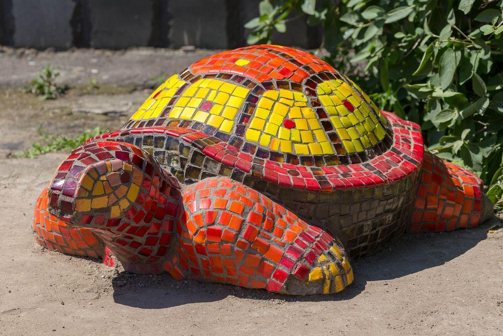 Schildkröte aus bunten Kacheln