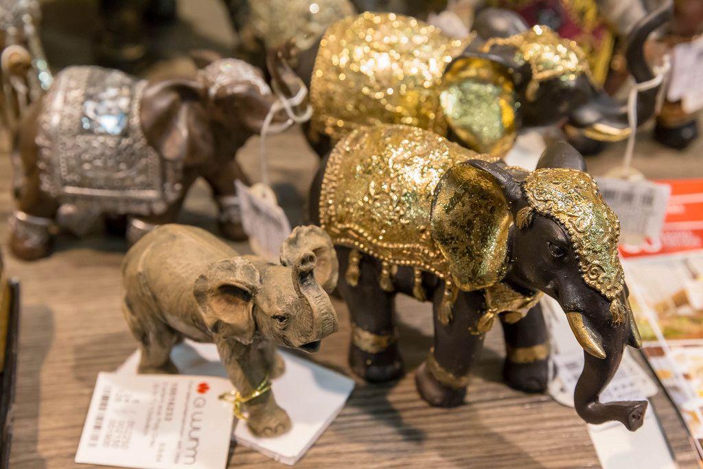 Schlichte und glänzende Elefanten-Figuren - IAW Köln 2018