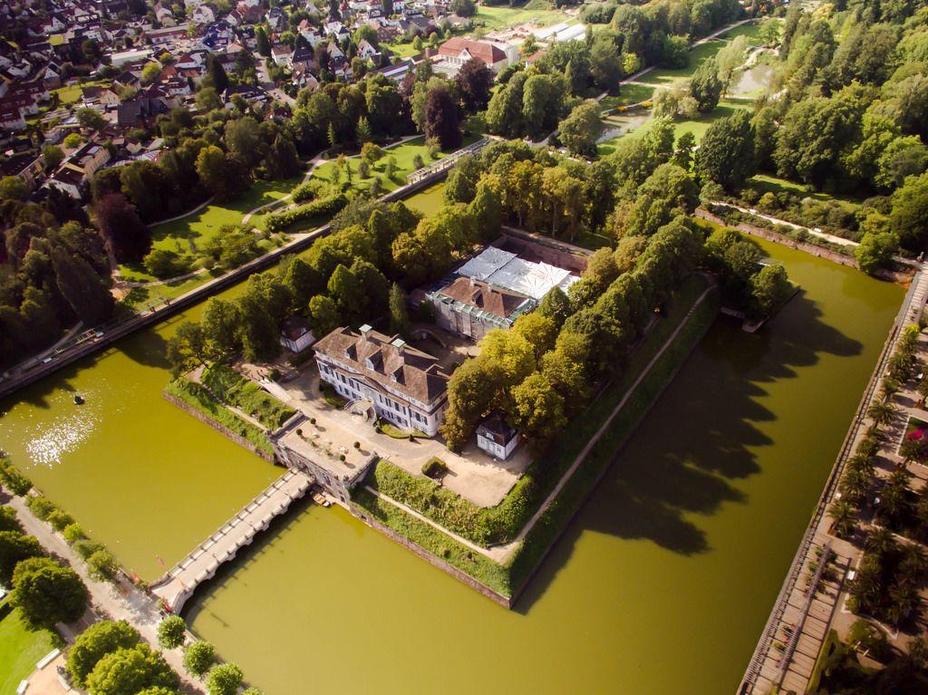 Schloss Bad Pyrmont mit Wassergraben