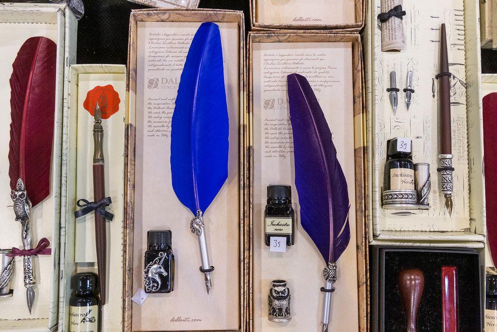 Schreibfedern Set zum Kaufen in verschiedenen Größen und Farben