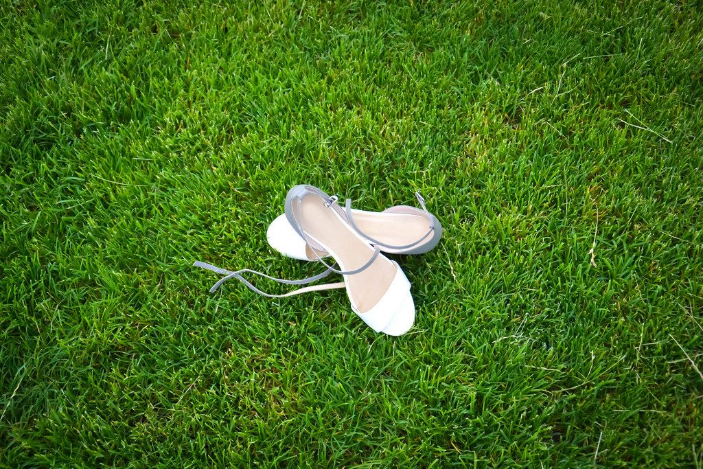 Schuhe auf Gras