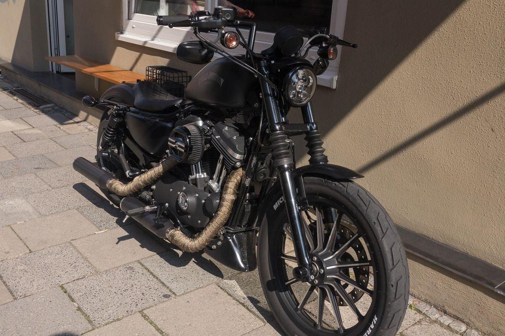 Schwarzes Harley-Davidson Motorrad