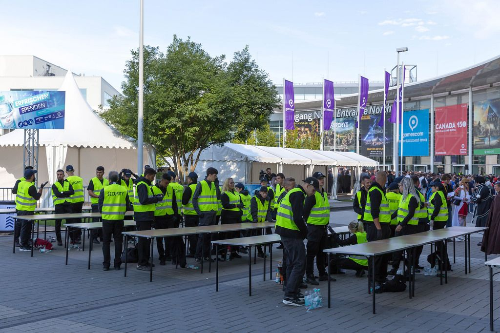 Security at the entrance - Gamescom 2017, Cologne