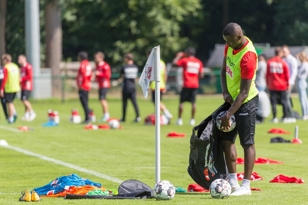 Sehrou Guirassy fetching additional soccer balls