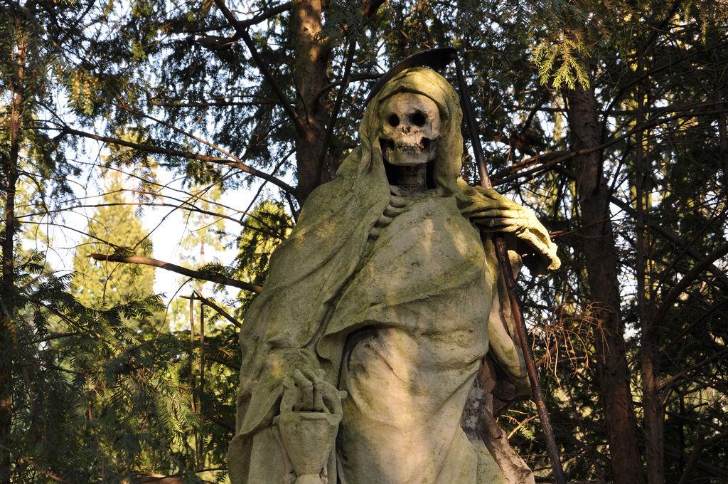 Sensenmann am Friedhof Melaten, Köln