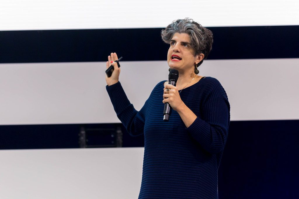 Shermine Voshmgir holds a keynote speech at Digital X in Cologne