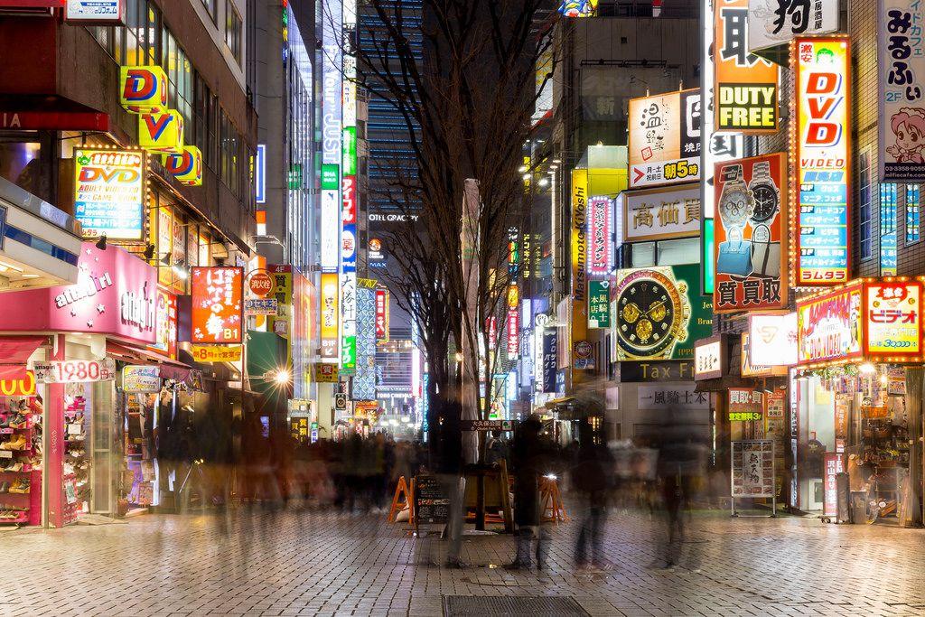 Shinjuku at Night: 30 seconds expore