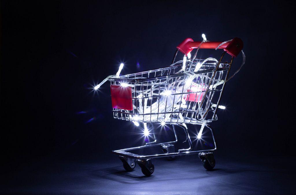 Shopping cart with Christmas lights (Flip 2019) (Flip 2019) Flip 2019