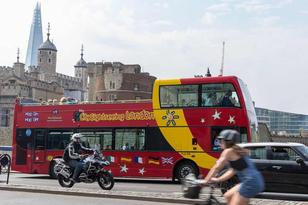 Sightseeing bus in London, Shard in the background