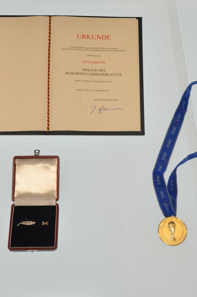 Silbernes Lorbeerblatt und WM-Goldmedaille