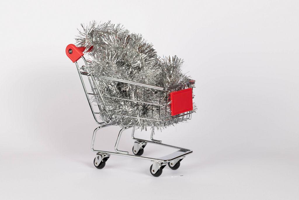 SIlver Christmas decoration in shopping cart (Flip 2019) (Flip 2019) Flip 2019