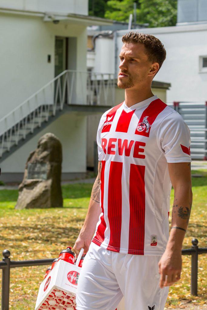 Simon Zoller beim 1. FC Köln Trainningsauftakt im neuen Trikot 2017/2018