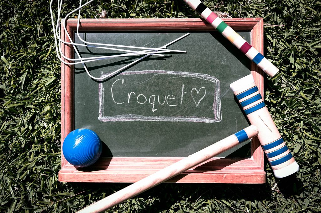 Small chalkboard with Croquet written on it