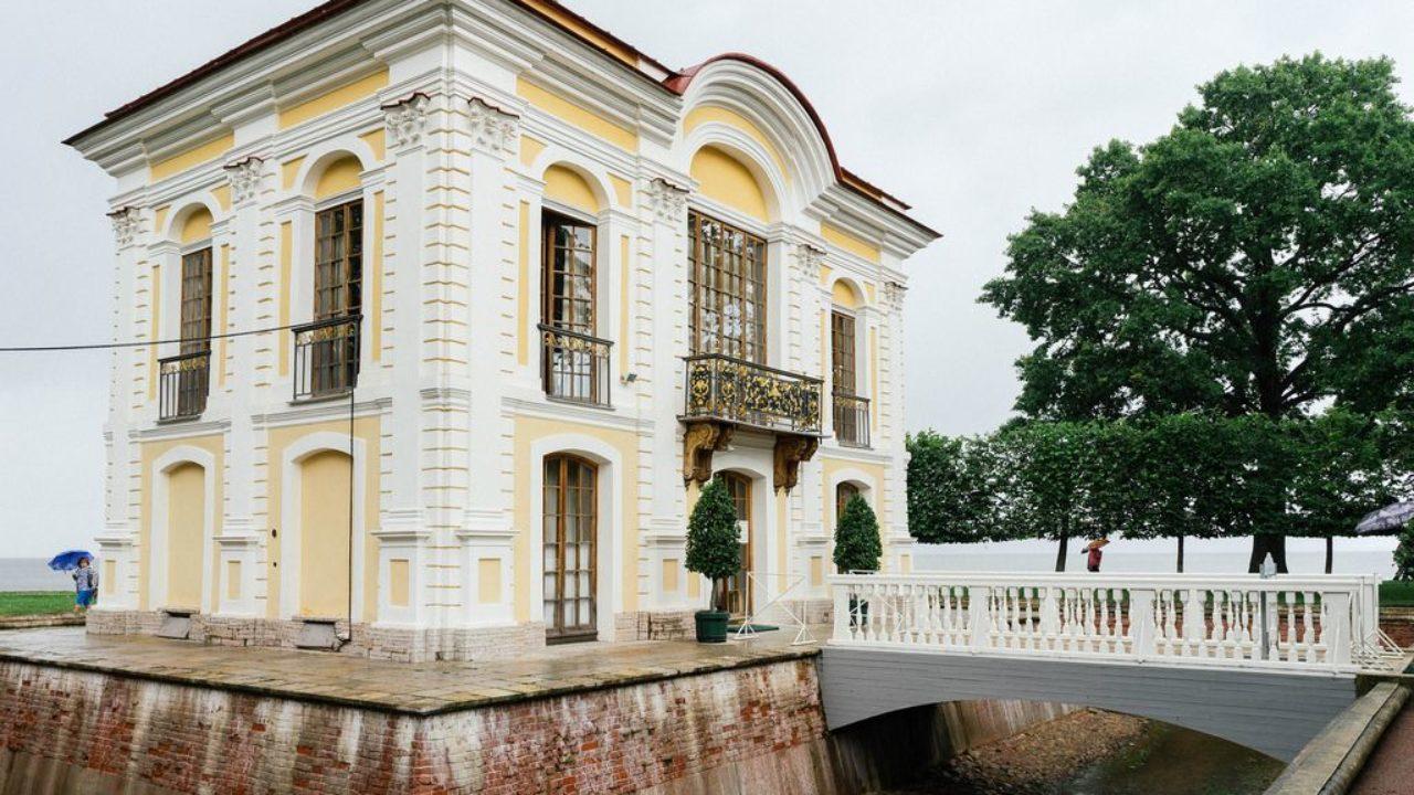 Small Old House On Former Tsar Estate Kleines Altes Haus Auf Dem