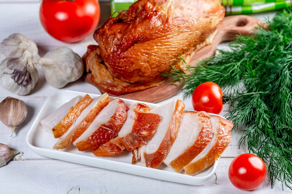 Smoked chicken with vegetables and herbs on a white wooden table (Flip 2019)