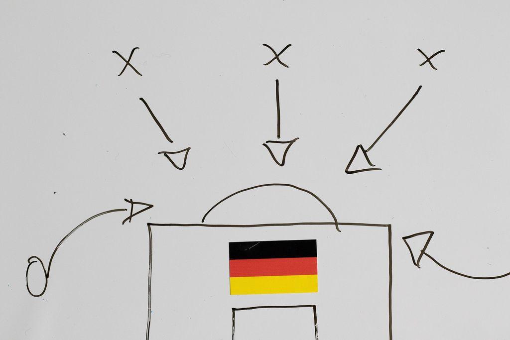 So muss man gegen Deutschland spielen. Fußball-Taktik