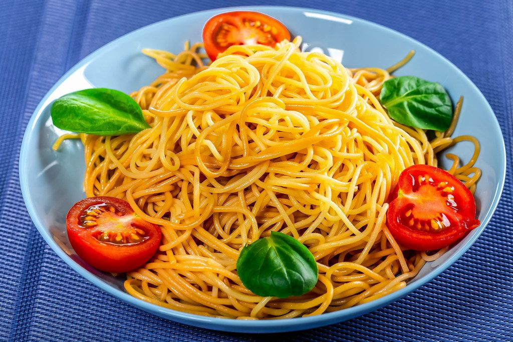 Spaghetti with tomatoes on a blue background (Flip 2019)