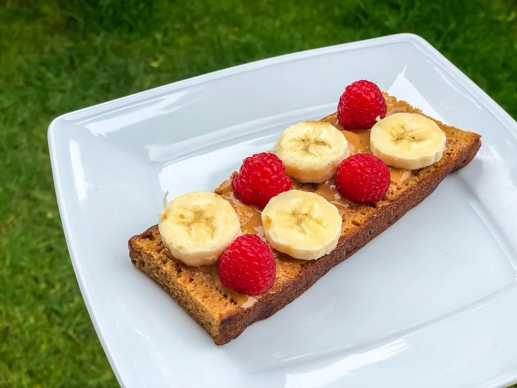 Spice bread with peanut butter, banana and raspberries