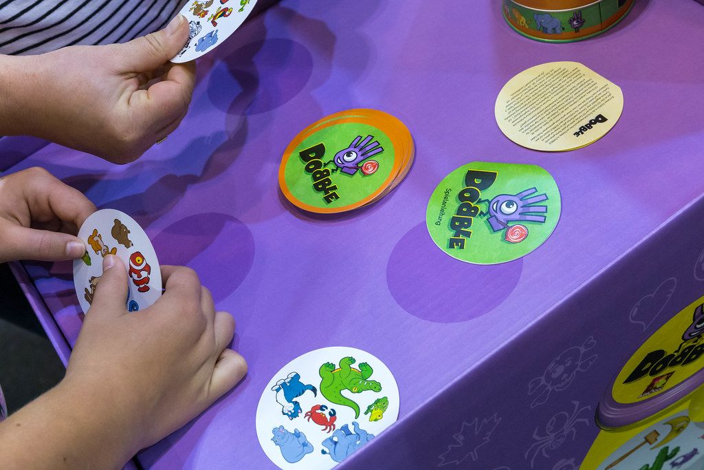 SPIEL 19 gaming fair in Essen: the hands of two visitors playing visual perception game