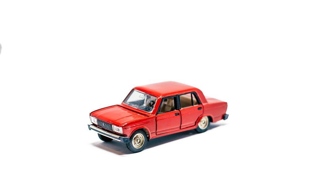 Spielzeugauto in Form eines Moskwitsch 412