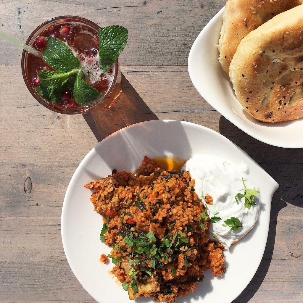Spinat-Bulgur mit türkischer Granatapfellimonade im Boname Köln