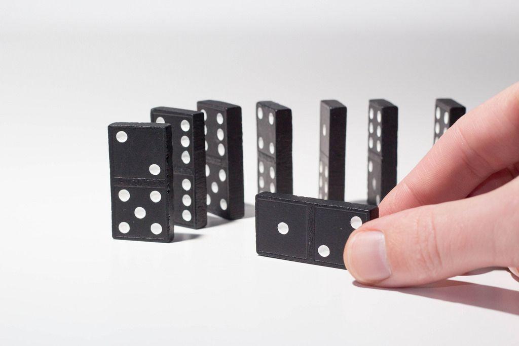 Stapeln von Dominosteinen