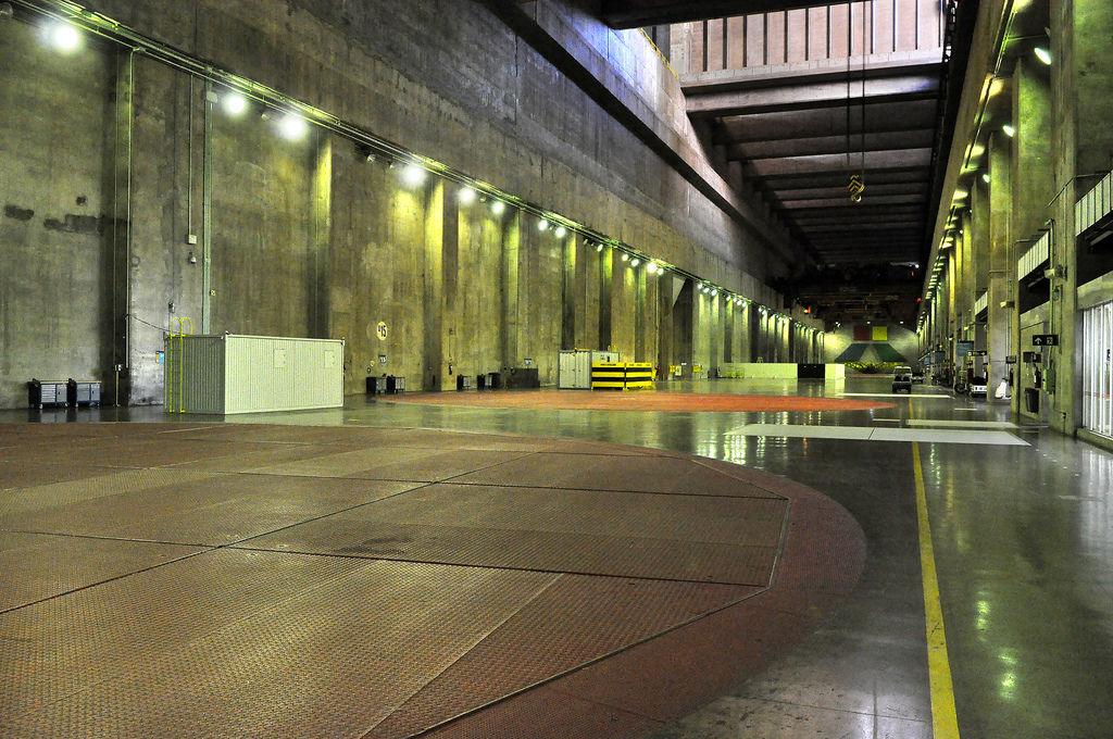 Staudamm Itaipu: Blick auf die Turbinen-Abdeckungen