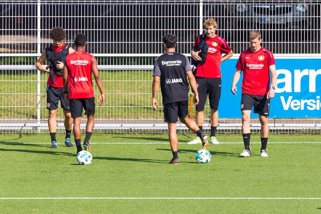 Stefan Kießling und André Ramalho mit Gewichtswesten beim Training - Bayer 04 Leverkusen