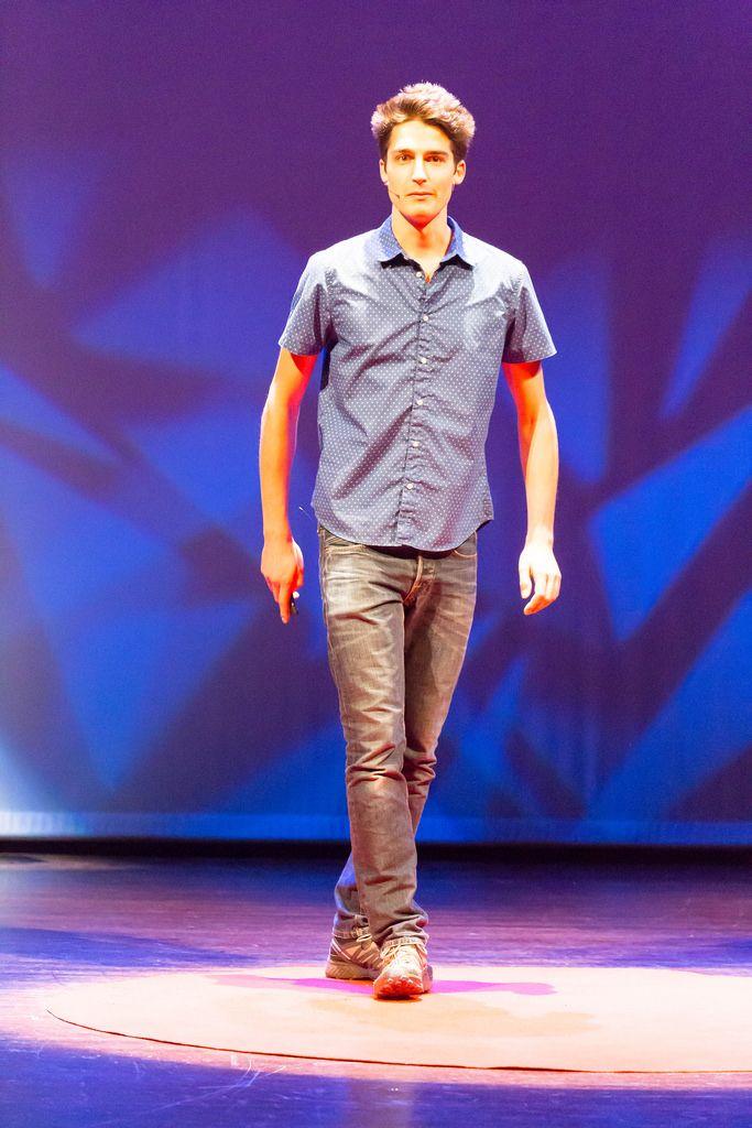 Stephan Schürmann hält einen Vortrag über das 3D gedruckte Fahrrad XT-CF20 - TEDxVenlo 2017