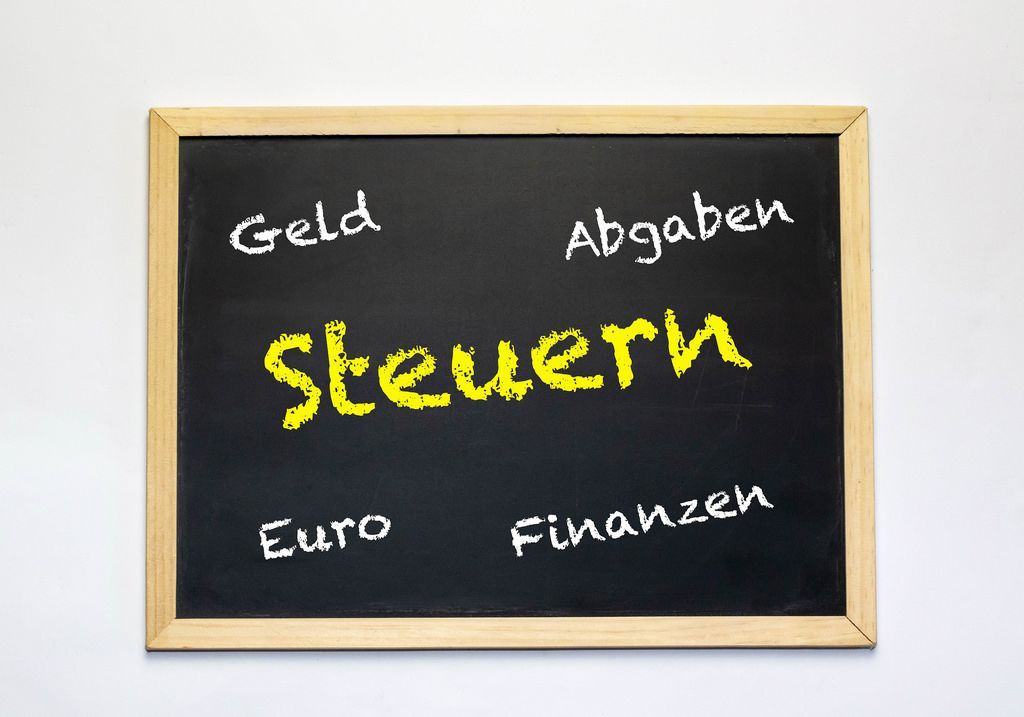 Steuern text on chalkboard