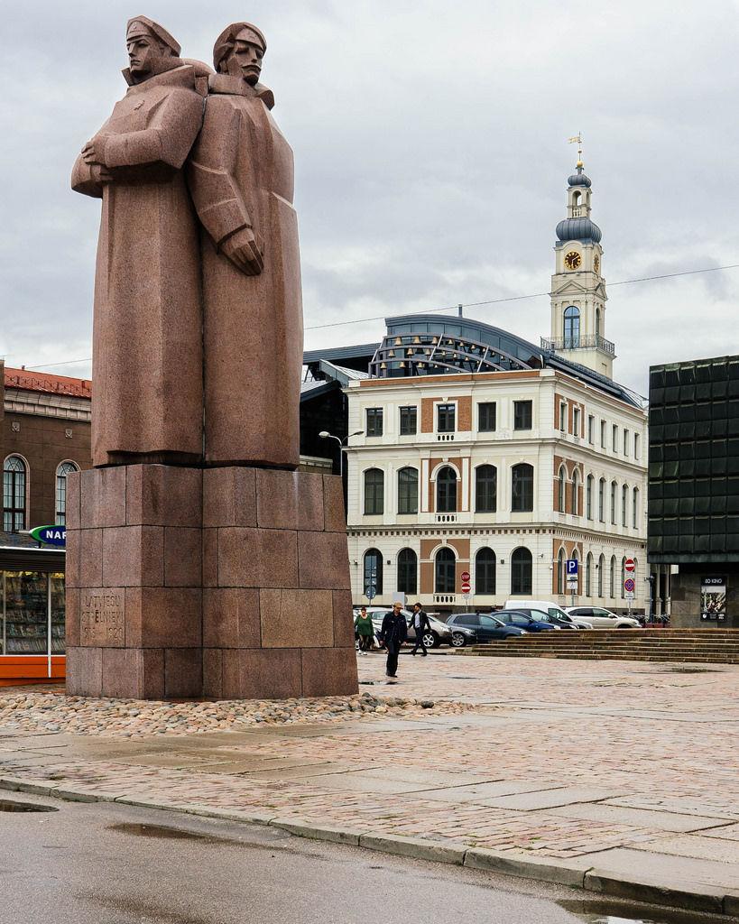 Stone monument in Riga / Steindenkmal in Riga