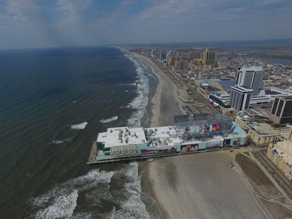 Strand und Playground Shopping Mall in Atlantic City (Drohnenfoto), USA