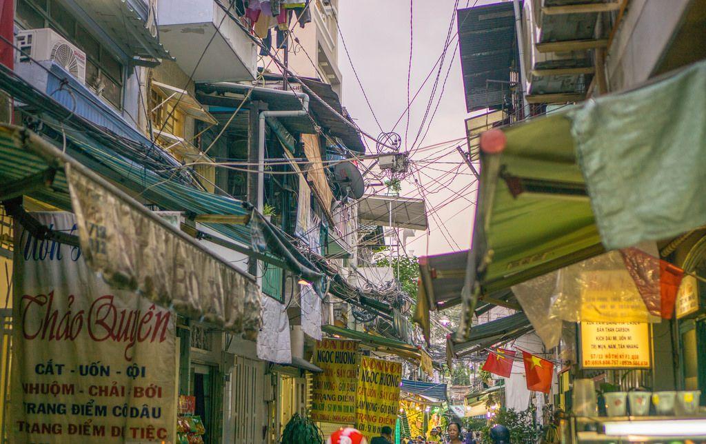 Straßen-Markt in einer Gasse im Viertel: District 10 in Ho Chi Minh City
