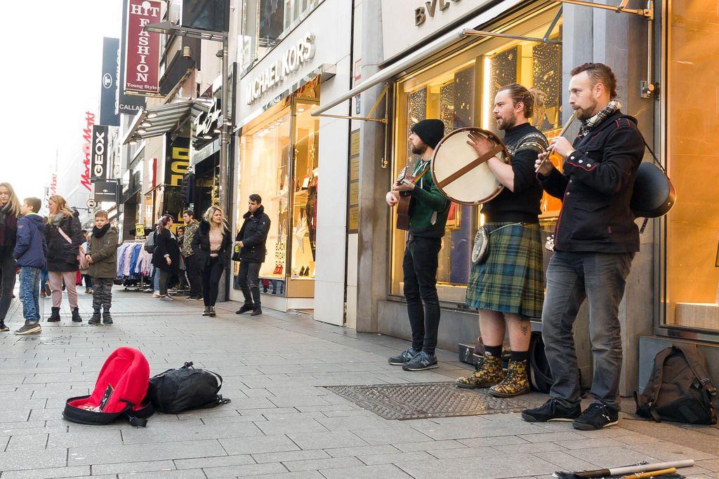 Straßenmusiker in der Nähe des Kölner Doms