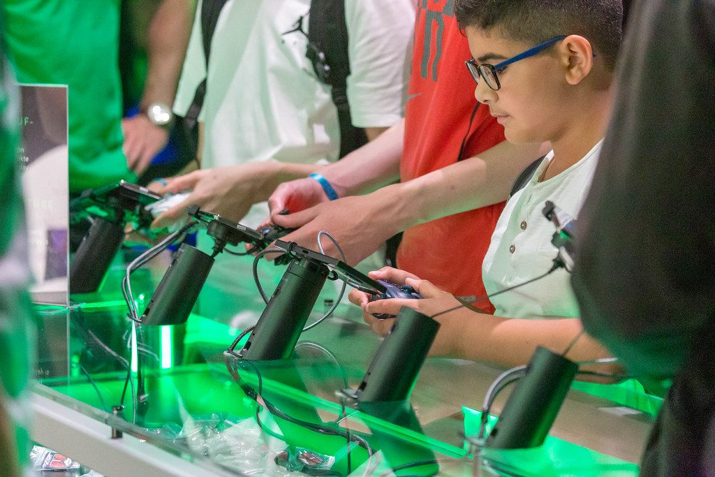 Streaming Games from Microsoft Xbox: Project xCloud - playing video games on a mobile phone with controller